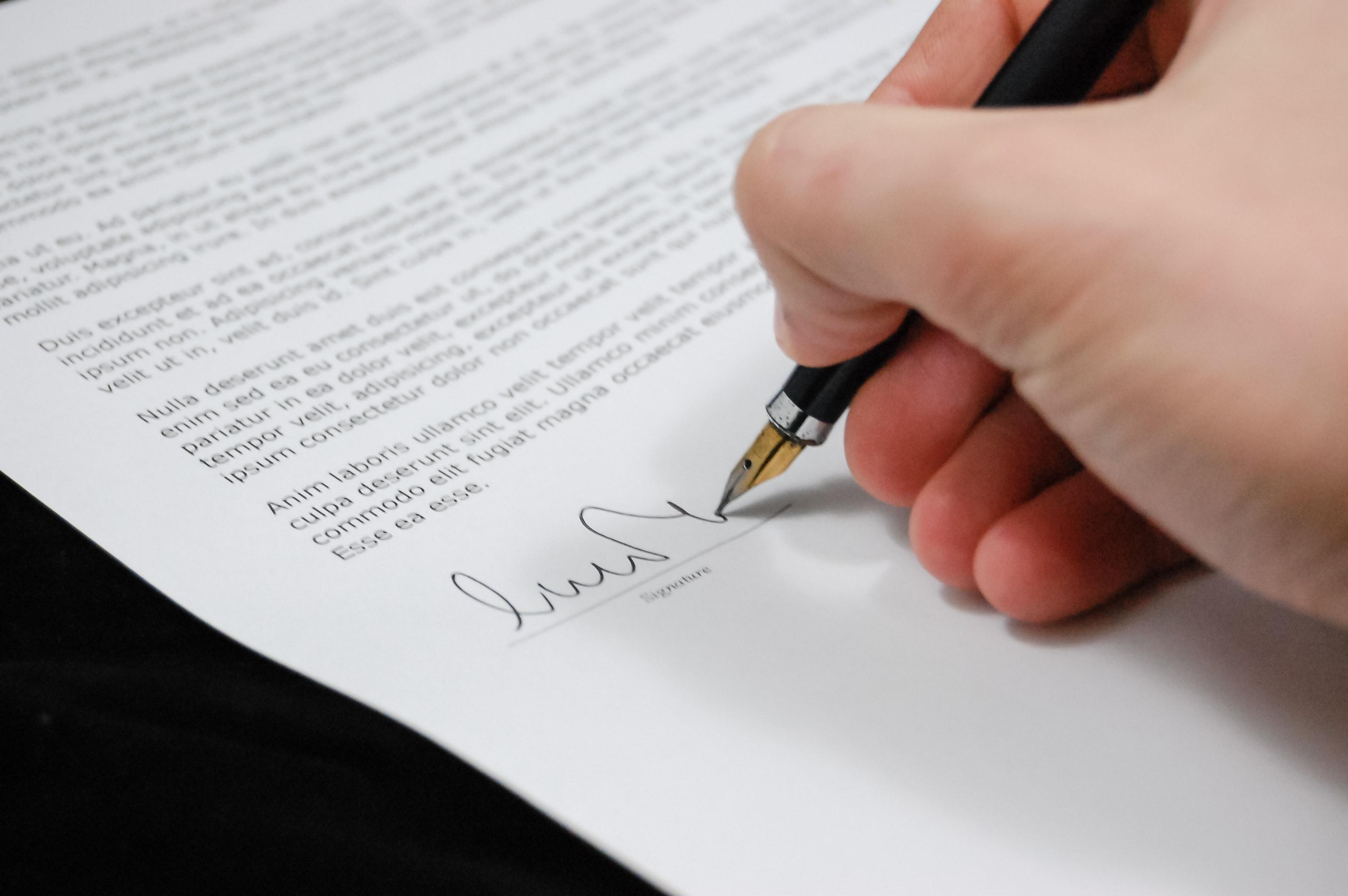 契約書の翻訳を外注するとき、特に注意すべき3点